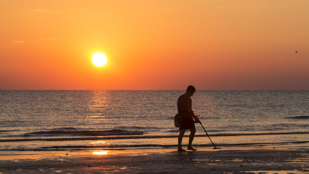 Beach Metal Detecting: Tips And Tricks For Beginners